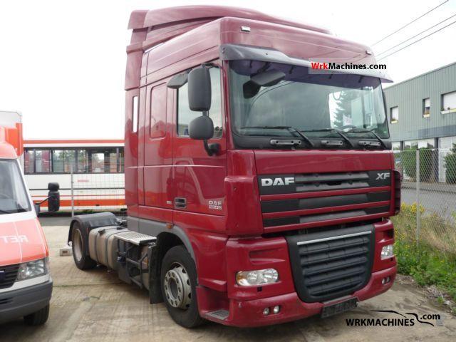 2007 DAF XF 105 105.410 Semi-trailer truck Volume trailer photo