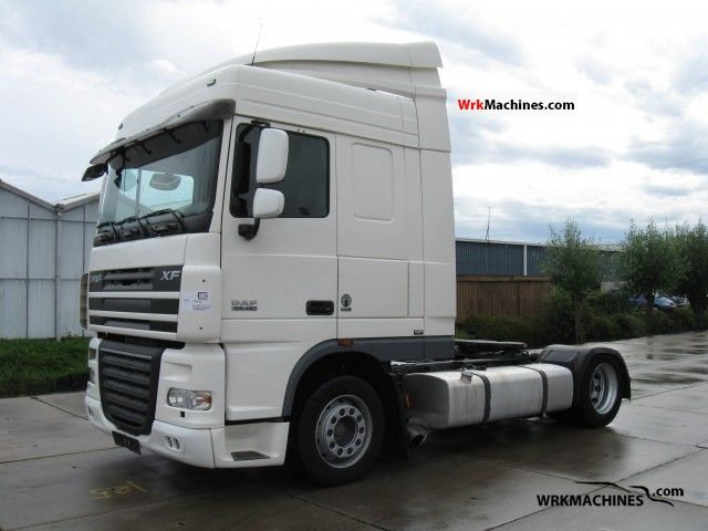 2007 DAF XF 105 105.460 Semi-trailer truck Volume trailer photo