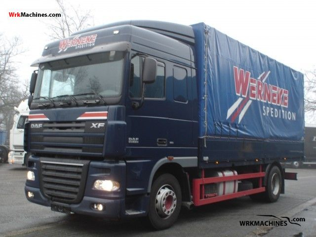 2007 DAF XF 105 105.410 Truck over 7.5t Stake body and tarpaulin photo