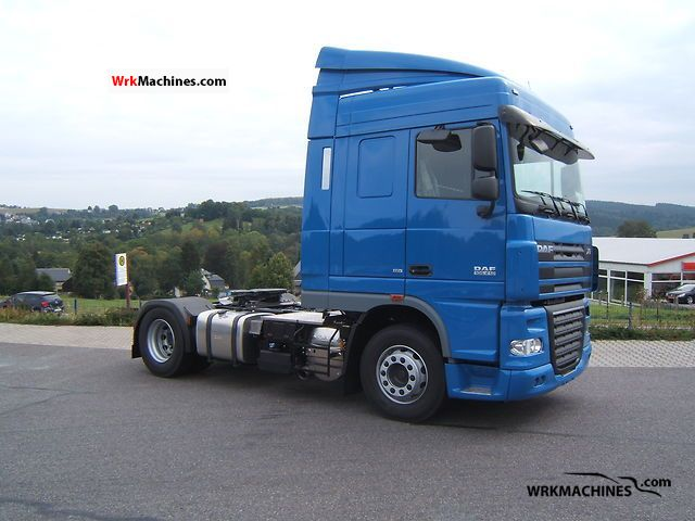 2011 DAF XF 105 105.410 Semi-trailer truck Standard tractor/trailer unit photo