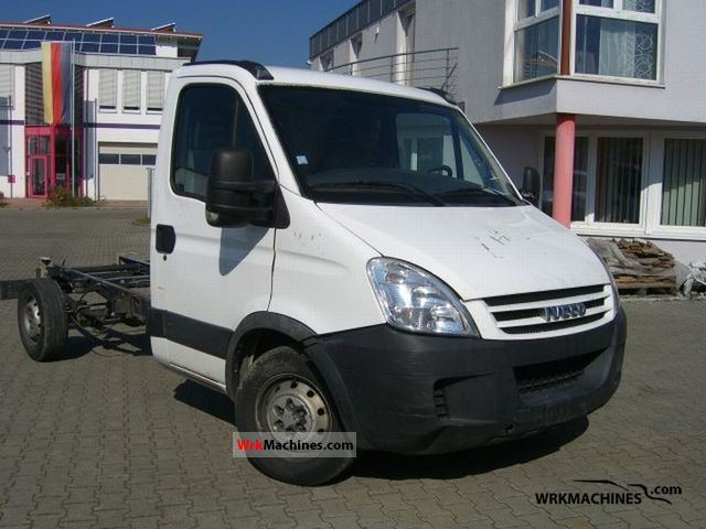 2007 IVECO Daily II 35S10 Van or truck up to 7.5t Chassis photo