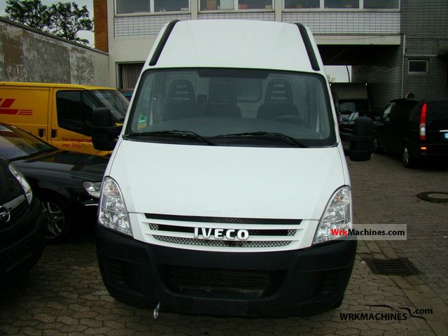 2007 IVECO Daily II 35 S 12 V Van or truck up to 7.5t Box-type delivery van - high and long photo