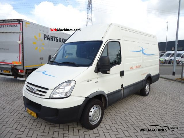 2007 IVECO Daily III 29L12 Van or truck up to 7.5t Box-type delivery van - high and long photo