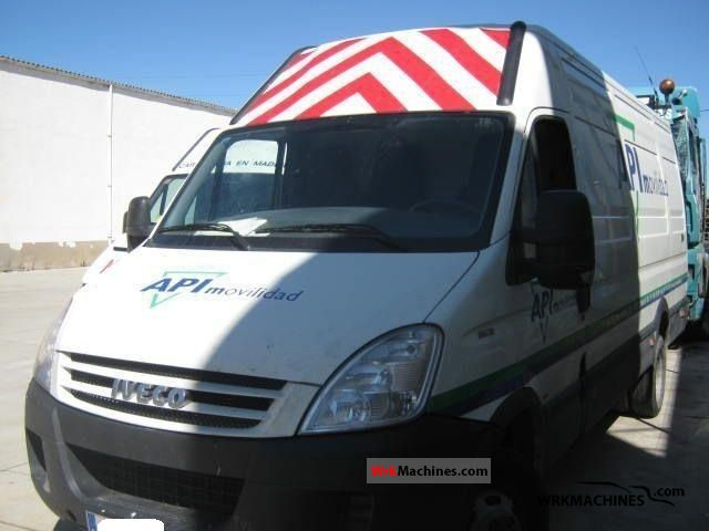 2008 IVECO Daily II 35 C 12 V Van or truck up to 7.5t Box-type delivery van photo