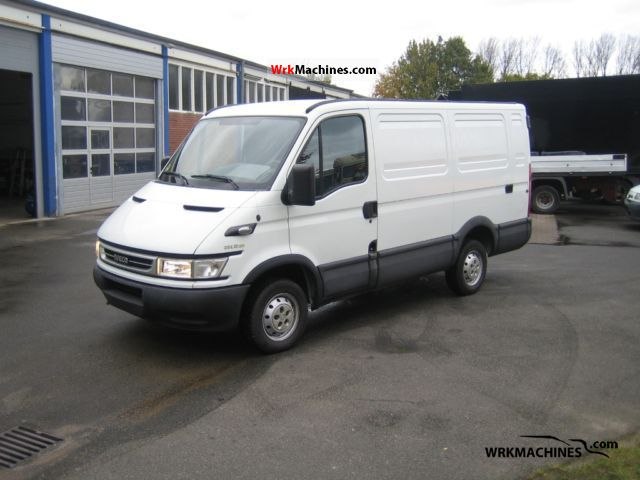 2006 IVECO Daily III 29L12 Van or truck up to 7.5t Box-type delivery van photo