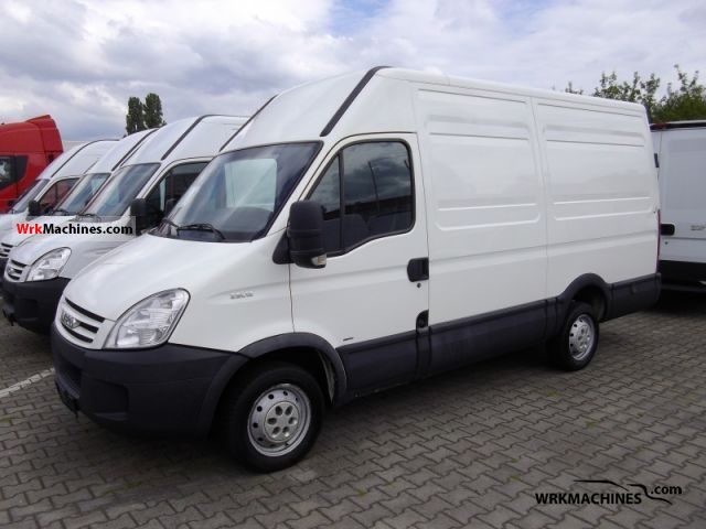 2007 IVECO Daily III 29L12 Van or truck up to 7.5t Box-type delivery van photo