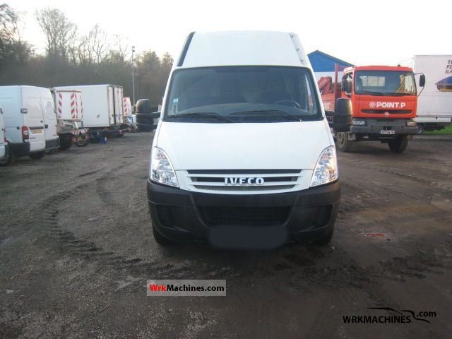 2008 IVECO Daily III 29L12 Van or truck up to 7.5t Box-type delivery van photo