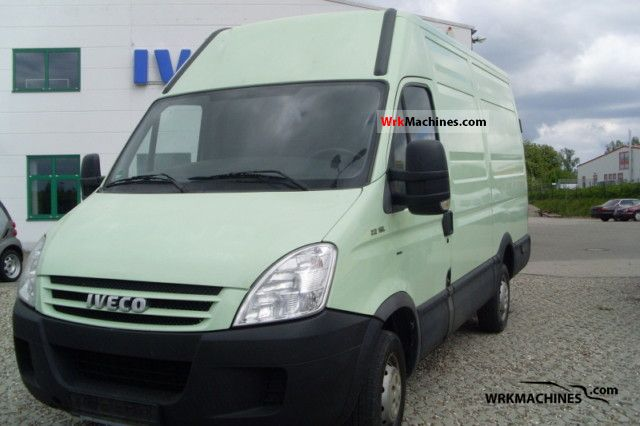 2007 IVECO Daily III 29L12 Van or truck up to 7.5t Box-type delivery van - high photo
