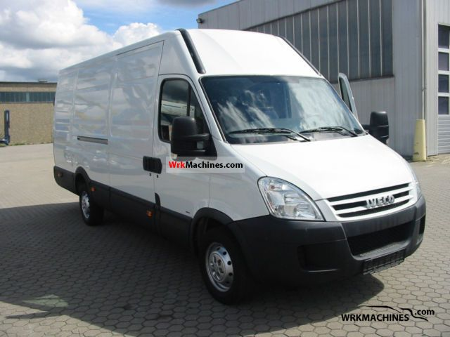2008 IVECO Daily II 35 S 12 V Van or truck up to 7.5t Box-type delivery van - high photo