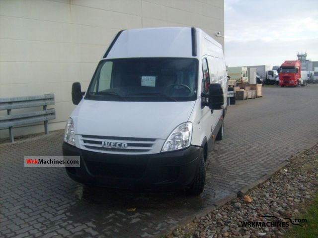 2008 IVECO Daily III 35C12V Van or truck up to 7.5t Box-type delivery van photo