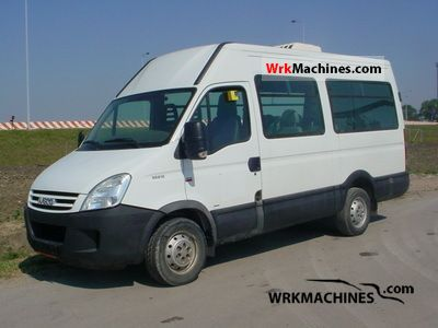 2008 IVECO Daily II 35 S 12 V Van or truck up to 7.5t Estate - minibus up to 9 seats photo