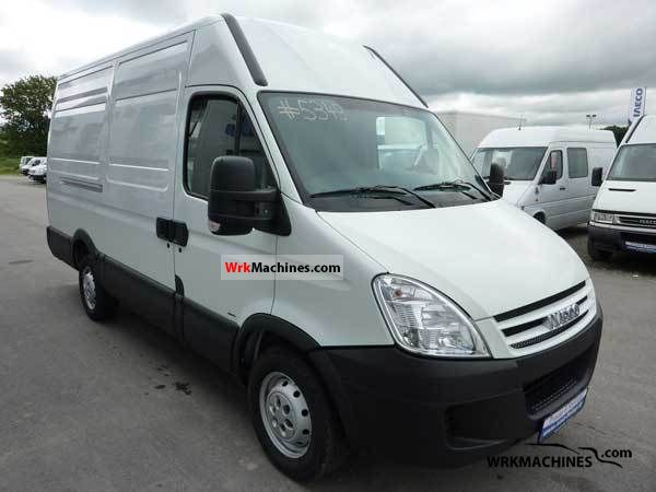 2006 IVECO Daily III 35S14 Van or truck up to 7.5t Box-type delivery van - long photo