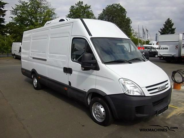 2008 IVECO Daily II 35S10 Van or truck up to 7.5t Refrigerator box photo