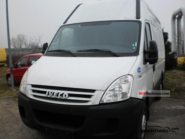 2008 IVECO Daily II 35 S 12 V Van or truck up to 7.5t Box-type delivery van photo