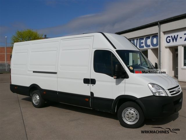2009 IVECO Daily III 35S14 Van or truck up to 7.5t Box-type delivery van photo