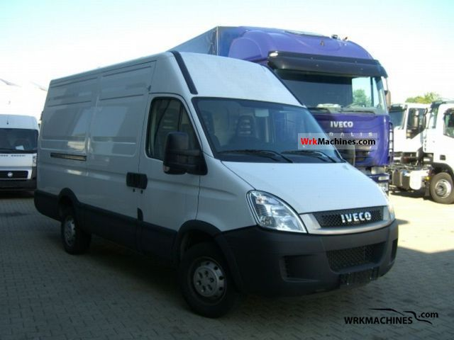 2011 IVECO Daily III 35S14 Van or truck up to 7.5t Box-type delivery van - high photo