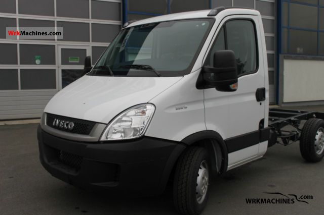 2011 IVECO Daily III 35S18 Van or truck up to 7.5t Chassis photo