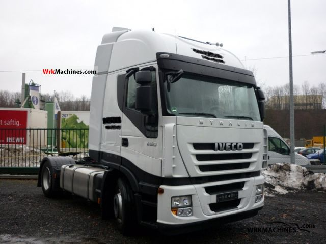Commercial Trailer Unit : Iveco stralis s standard tractor trailer unit