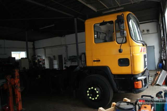 1993 MAN M 90 18.232 Truck over 7.5t Chassis photo
