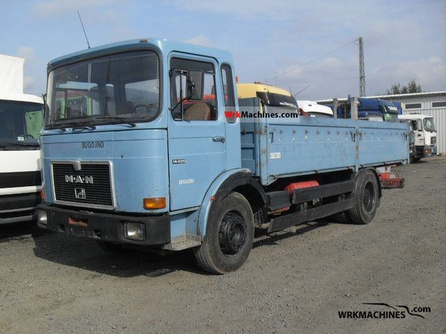 1988 MAN SG 240 Truck over 7.5t Stake body photo