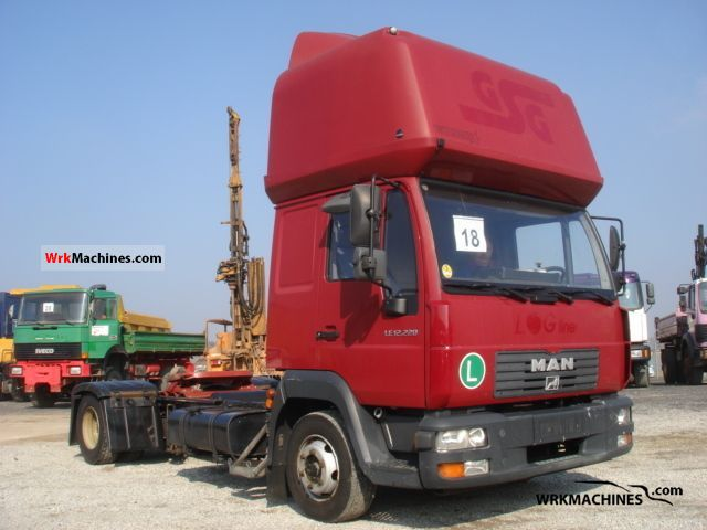 2004 MAN L 2000 220 Truck over 7.5t Chassis photo