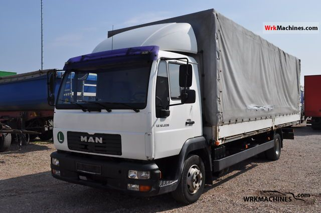 2002 MAN EM 222 Truck over 7.5t Stake body and tarpaulin photo