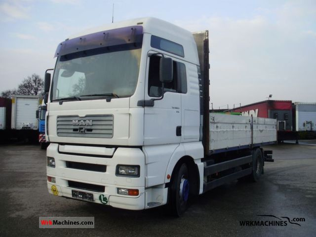 2001 MAN LION´S COACH 463 Truck over 7.5t Stake body photo
