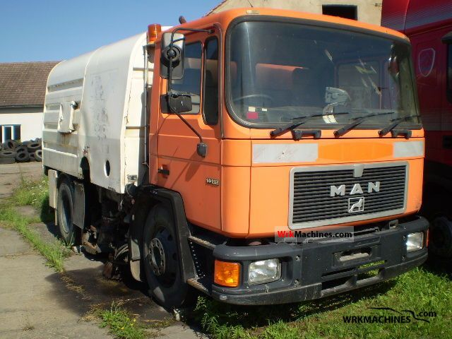 1994 MAN M 90 14.152 Truck over 7.5t Sweeping machine photo