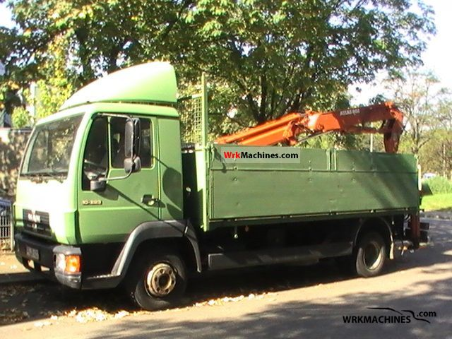 1994 MAN L 2000 10.223 Van or truck up to 7.5t Truck-mounted crane photo