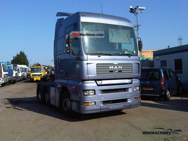 2004 MAN TGA 26.460 Truck over 7.5t Horses photo