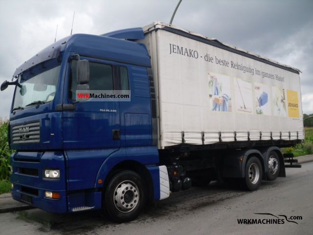 2007 MAN TGA 26.440 Truck over 7.5t Stake body and tarpaulin photo