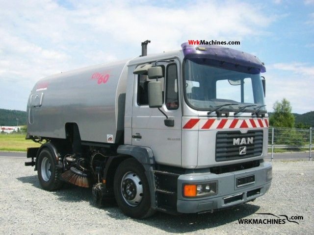 2001 MAN L 2000 220 Truck over 7.5t Sweeping machine photo