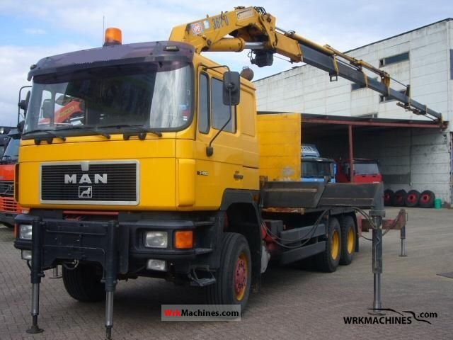 1995 MAN LION´S COACH 402 Truck over 7.5t Stake body photo