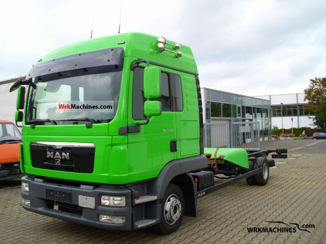 2011 MAN TGL 8.180 Van or truck up to 7.5t Chassis photo