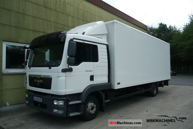 2010 MAN EM 222 Truck over 7.5t Box photo