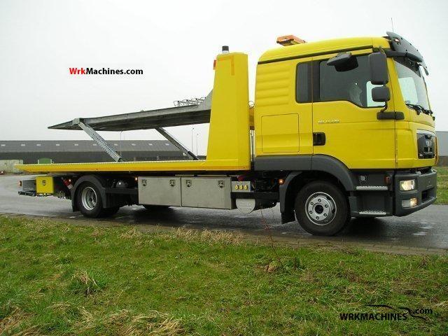 2011 MAN M 2000 L 250 Truck over 7.5t Breakdown truck photo