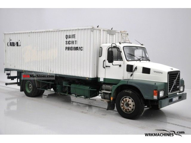 1989 VOLVO F 10 10/320 Truck over 7.5t Box photo