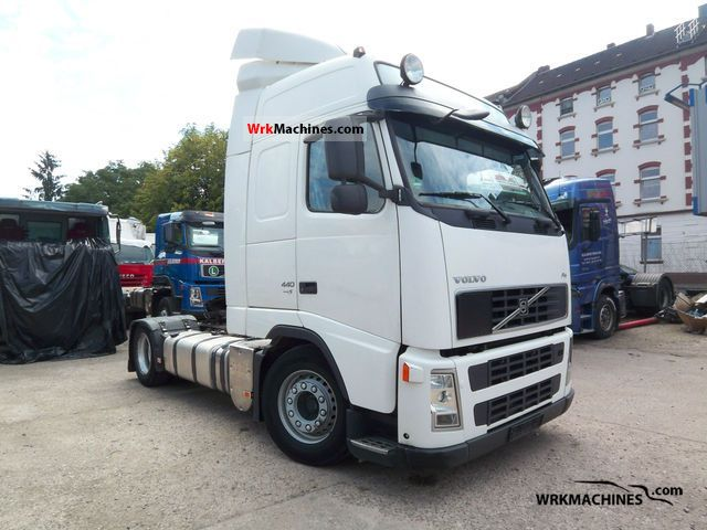 2007 VOLVO FH 440 Semi-trailer truck Volume trailer photo