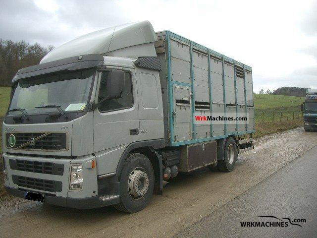 2006 VOLVO FM FM 300 Truck over 7.5t Horses photo